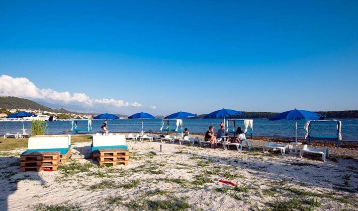 Monty's Dog Beach & Bar -  plaža za pse 15